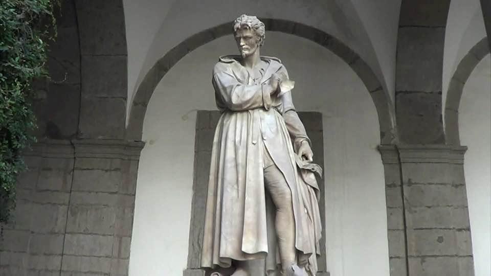 Giordano Bruno nel cortile delle statue dell' Università